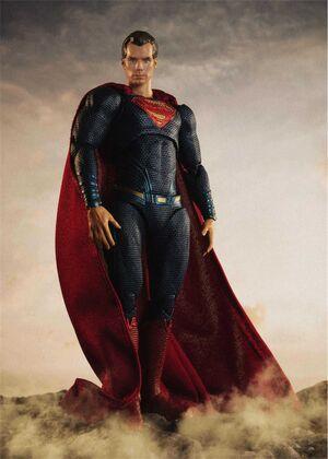 LIGA DE LA JUSTICIA FIGURA 16 CM SUPERMAN S.H. FIGUARTS