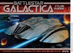 BATTLESTAR GALACTICA MAQUETA 1/32 ORIGINAL CYCLON RAIDER