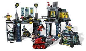 LEGO SUPER HEROES LA BATCUEVA