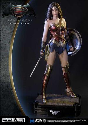 BATMAN VS SUPERMAN ESTATUA 1/2 WONDER WOMAN 102CM