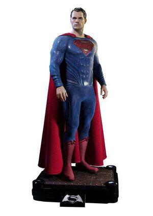 BATMAN VS SUPERMAN ESTATUA 1/2 SUPERMAN 106CM